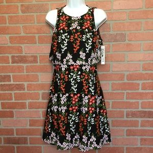 Gianni Bini Embroidered dress sz 6 open back (B53)